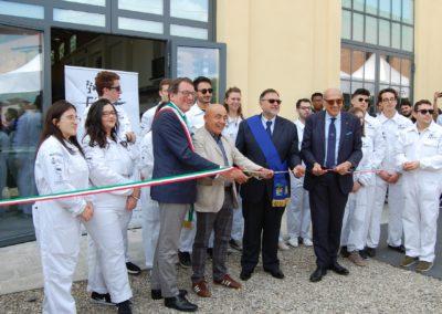 Il sindaco di Modena GianCarlo Muzzarelli e altre personalità tagliano il nastro di inaugurazione del Motor Valley Fest