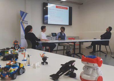 Educatori del corso di robotica e modellini realizzati durante l'attività Makerdojo