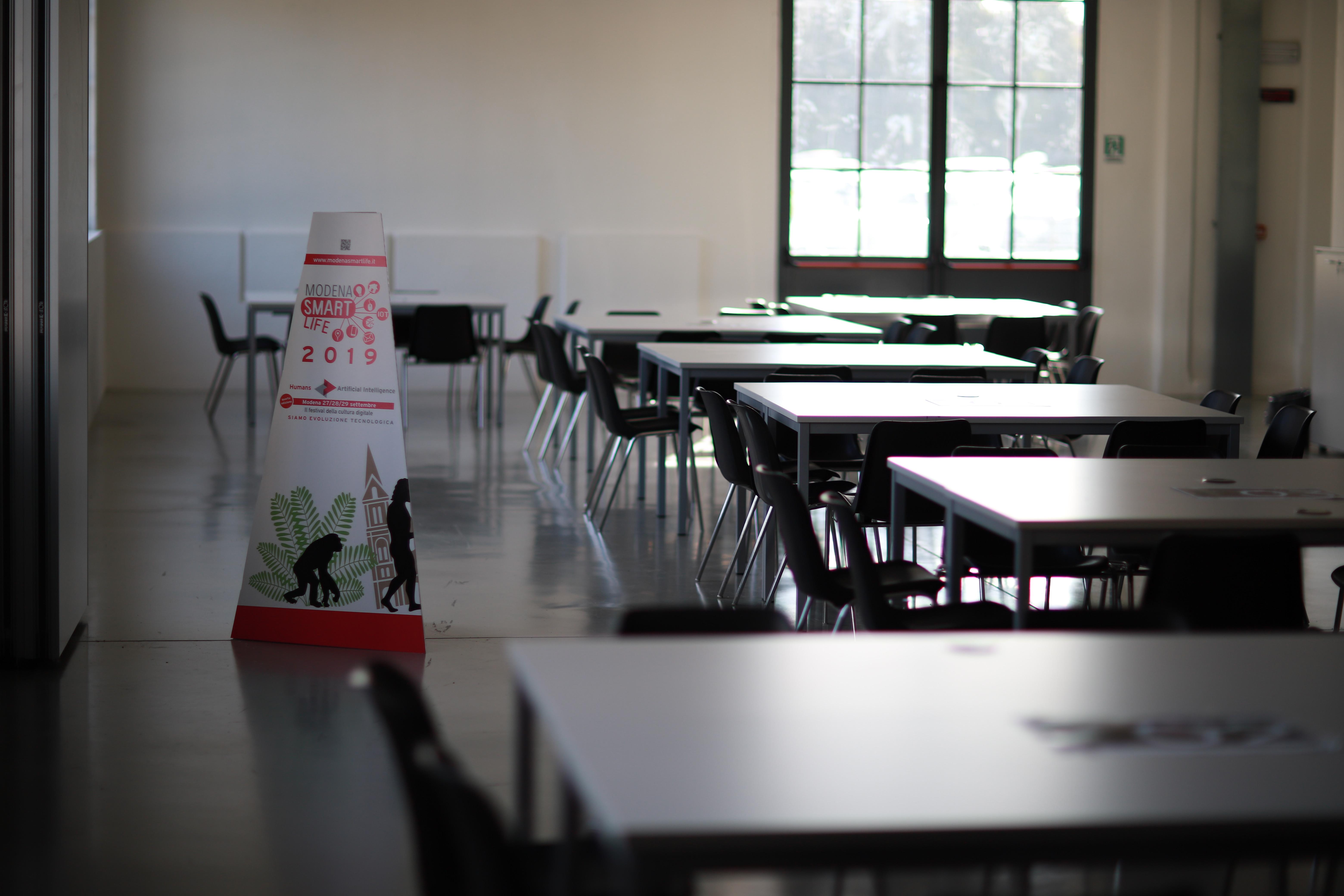 Aula del Laboratorio con tavoli e sedie